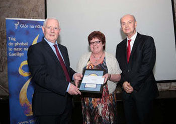 Máire Ui Chonboirne from Cumman Gaelach Leath Chathal collects her prize for first place among committees with no employees from MInister Donncha Mac FhionnLaioch and the chairperson of Glór na nGael Pádraig   O Cairdha at the award presentations at Clontarf Castle.