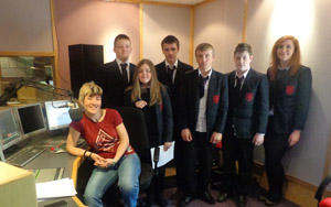 DJ presenter Sonya Mac at Coll FM chats to Ballynahinch High School Year 10 pupils who made an Internet Safety advert for the station during their visit.