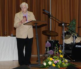Baroness may Bllod speaking at the Sharing Language, Sharing Culture graduation at the Shimna IC graduation.