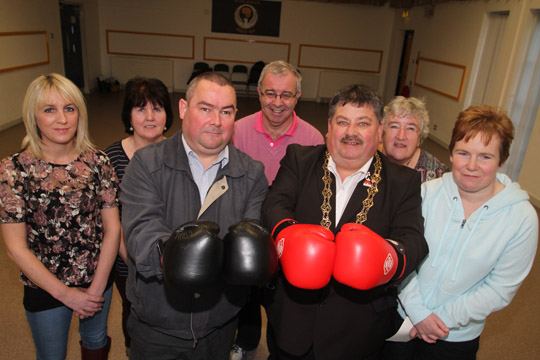 At the cheque presentation in the Killyleagh Bridge Centre following the fund raising boxing match between Councillors Terry Andrews and Billy Walker were Janet Hagen and Lil Cunningham of PIPS, Chris Hagan and Patricia Hamilton, Killyleagh Youth Club, and Mareen King, second right, PIPS.