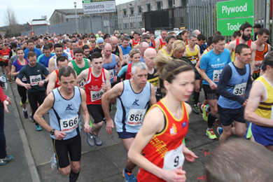 Runners stream on to the Ballydugan Road from the start line.