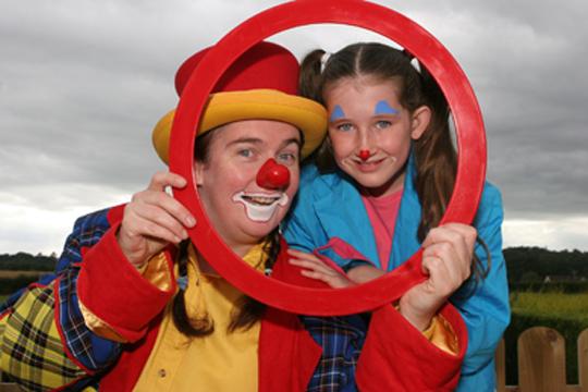 Clown Silly Tilly aka Noleen Breen with her daughter