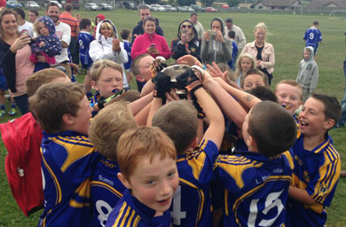 The U-10's with the Neil Thompson Cup.