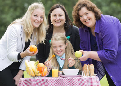 Celebrity chef and broadcaster Paula McIntyre (right) joins Alice Sheahan, safefood (centre) and Judith Hanvey, on behalf of the Public Health Agency (left) to urge local primary school pupil Eloise McKnight to start the day the healthy way as they help safefood and the Public Health Agency launch its ÔBoosting BreakfastÕ t-shirt slogan competition.