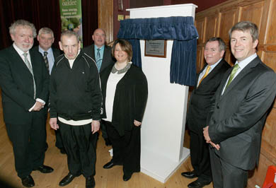 Ian Elliott, Group Chief Executive Oaklee Homes Group; Colm McQuillan, Supported Housing; Leo McCallion, Tenant, Ardglass Road; Joe O'Neill, South Eastern HSC Trust; Laura Small, Tenant, Ardglass Road; Colm McKenna, Chairman, South Eastern HSC Trust; ; Hugh McCaughey, Chief Executive, South Eastern HSC Trust.