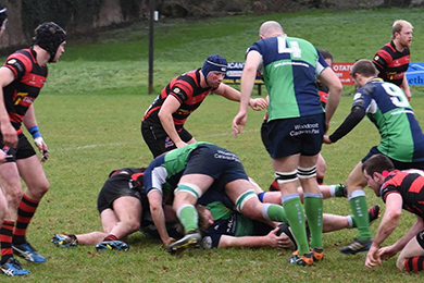 Kenny Morton and Jonny Murdock secure a Hinch ball in the loose.